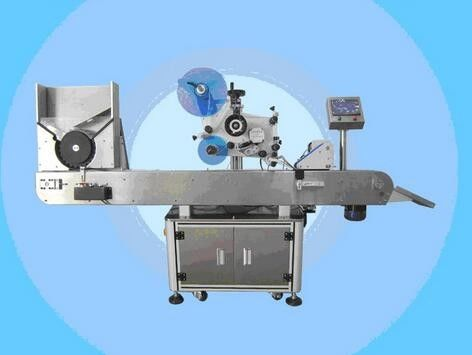 प्रसाधन सामग्री के लिए स्वचालित शीशी लेबलिंग मशीन नेल पॉलिश लेबल स्टीकर मशीन