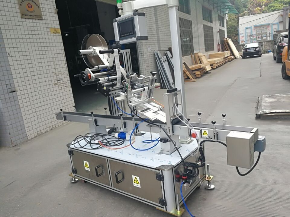 नोजल पाउच इलेक्ट्रिक संचालित प्रकार के लिए स्टिकर शीर्ष लेबलिंग मशीन